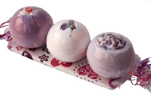 Lashuma Badebombe Geschenkset - Lavendelblüten - Rosenknospe mit 3 Badekugeln